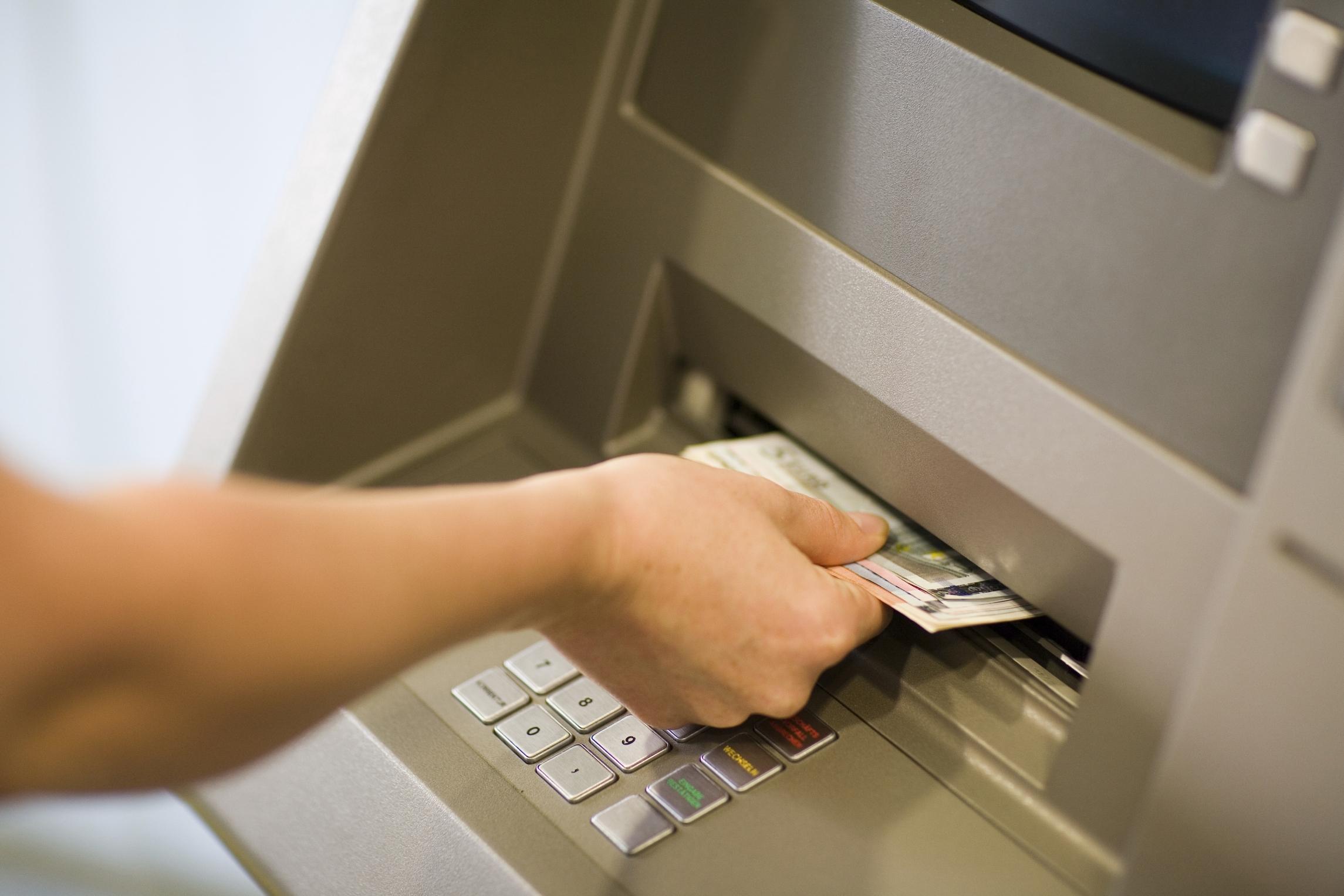 phí rút tiền atm khác ngân hàng