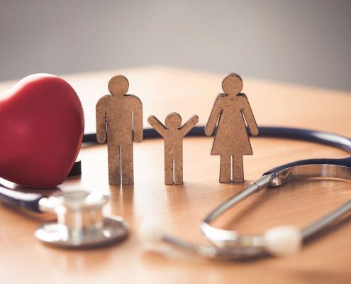 Nên mua bảo hiểm sức khỏe nào cho gia đình