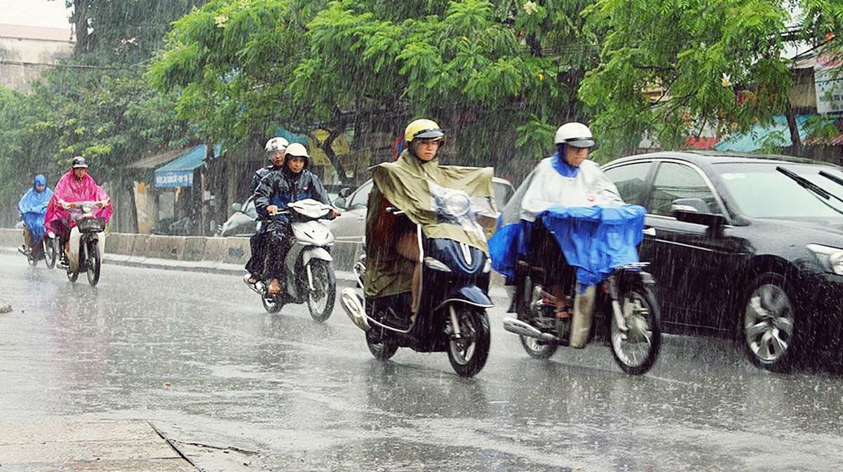 Chuẩn bị sẵn cho mình đồ dùng che mưa vào mùa mưa (Nguồn Internet)