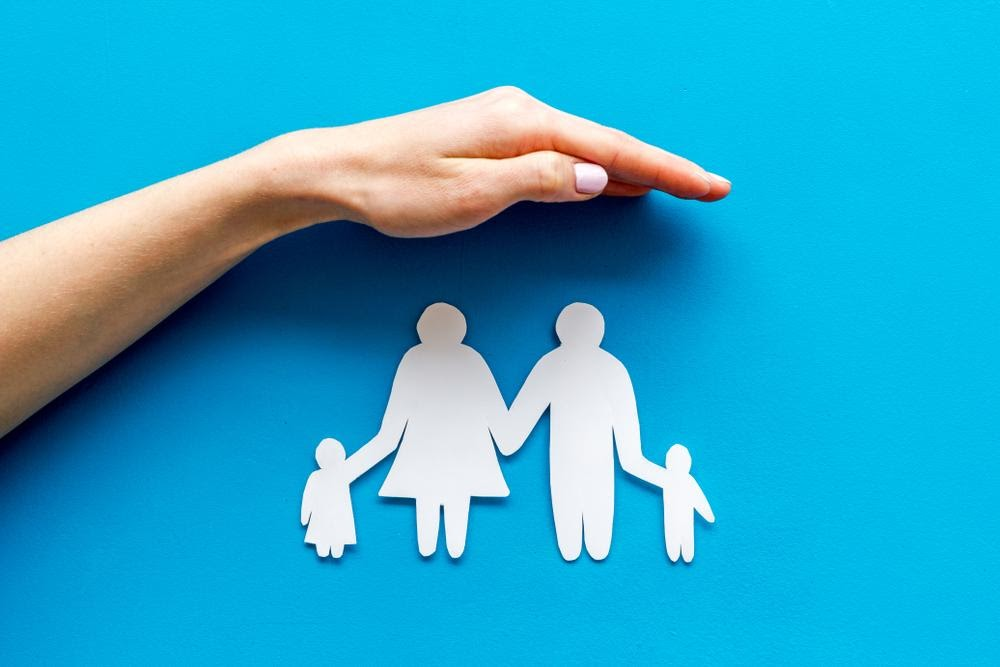 Nên mua bảo hiểm nhân thọ hay bảo hiểm sức khỏe?