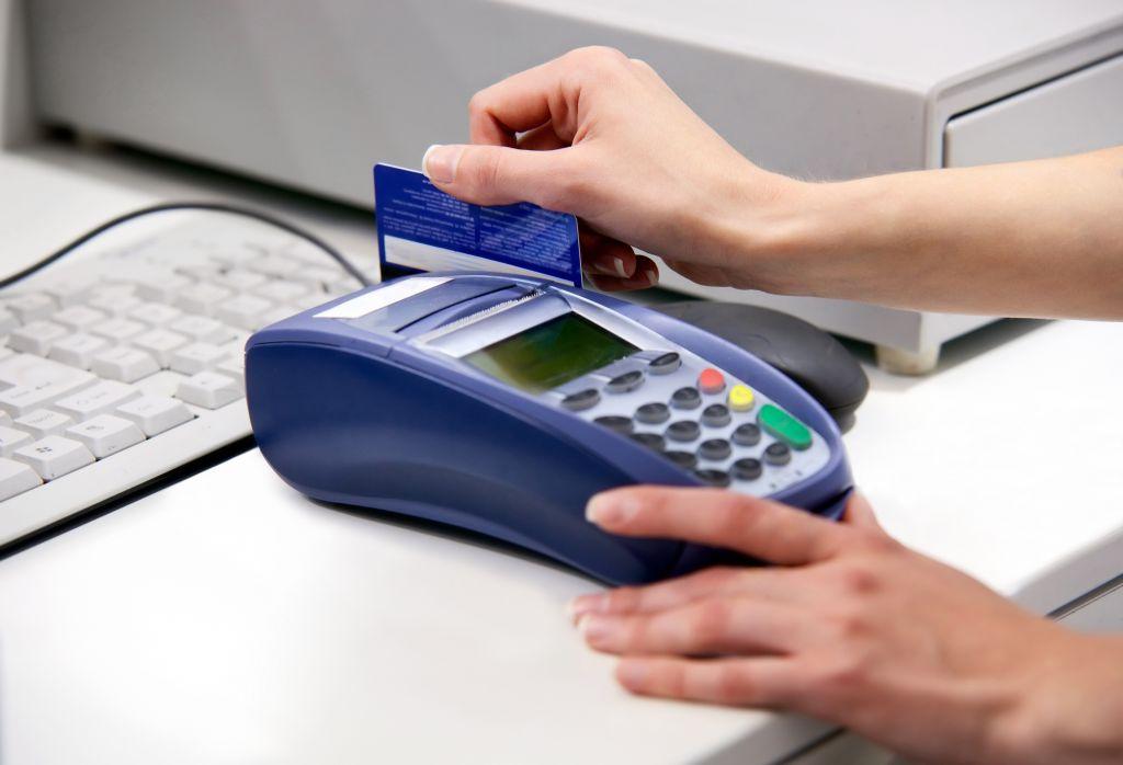 lạm dụng thẻ tín dụng