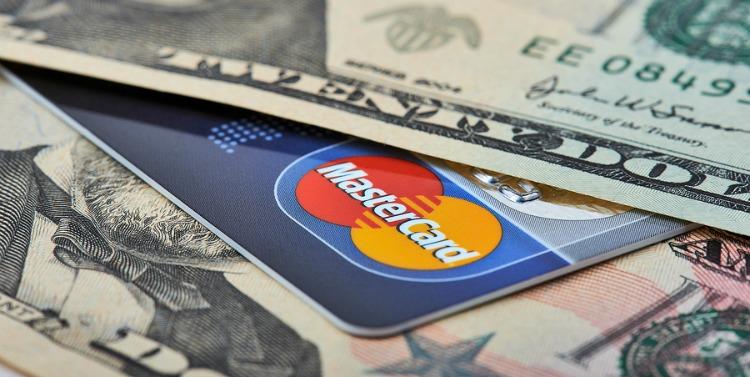thẻ tín dụng mastercard miễn phí giao dịch ngoại tệ