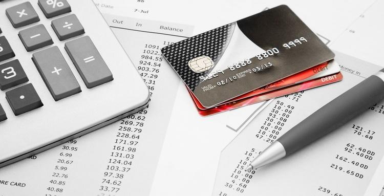 Cân nhắc kỹ phí trả chậm khi mở thẻ tín dụng Mastercard (Nguồn Internet)