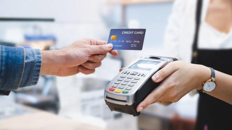 Quẹt thẻ tín dụng qua máy POS