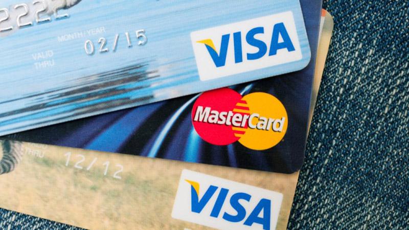 Nên dùng thẻ Visa hay thẻ MasterCard