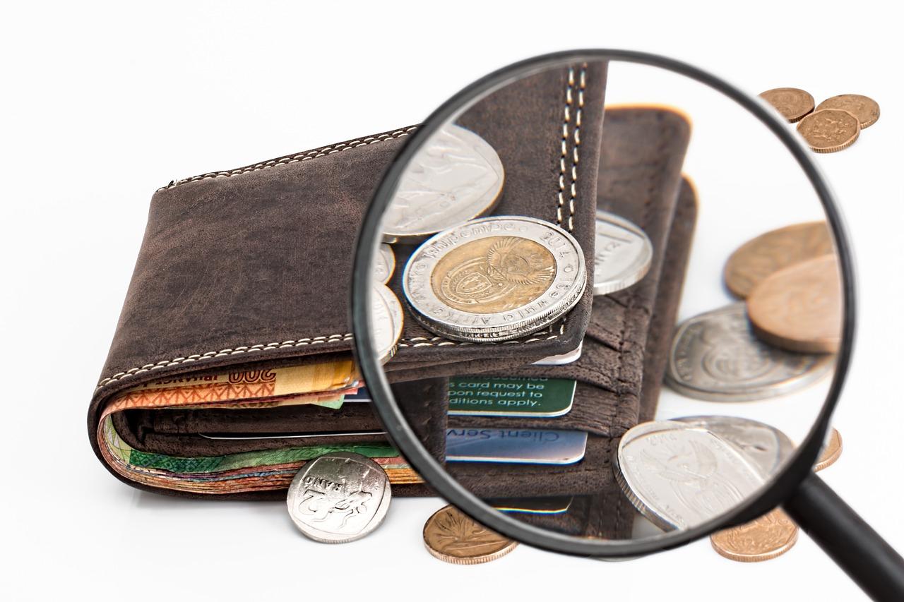 Thẻ tín dụng và tiền mặt (Nguồn Internet)